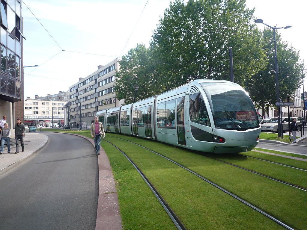Valenciennes Hotel de ville et Tramway