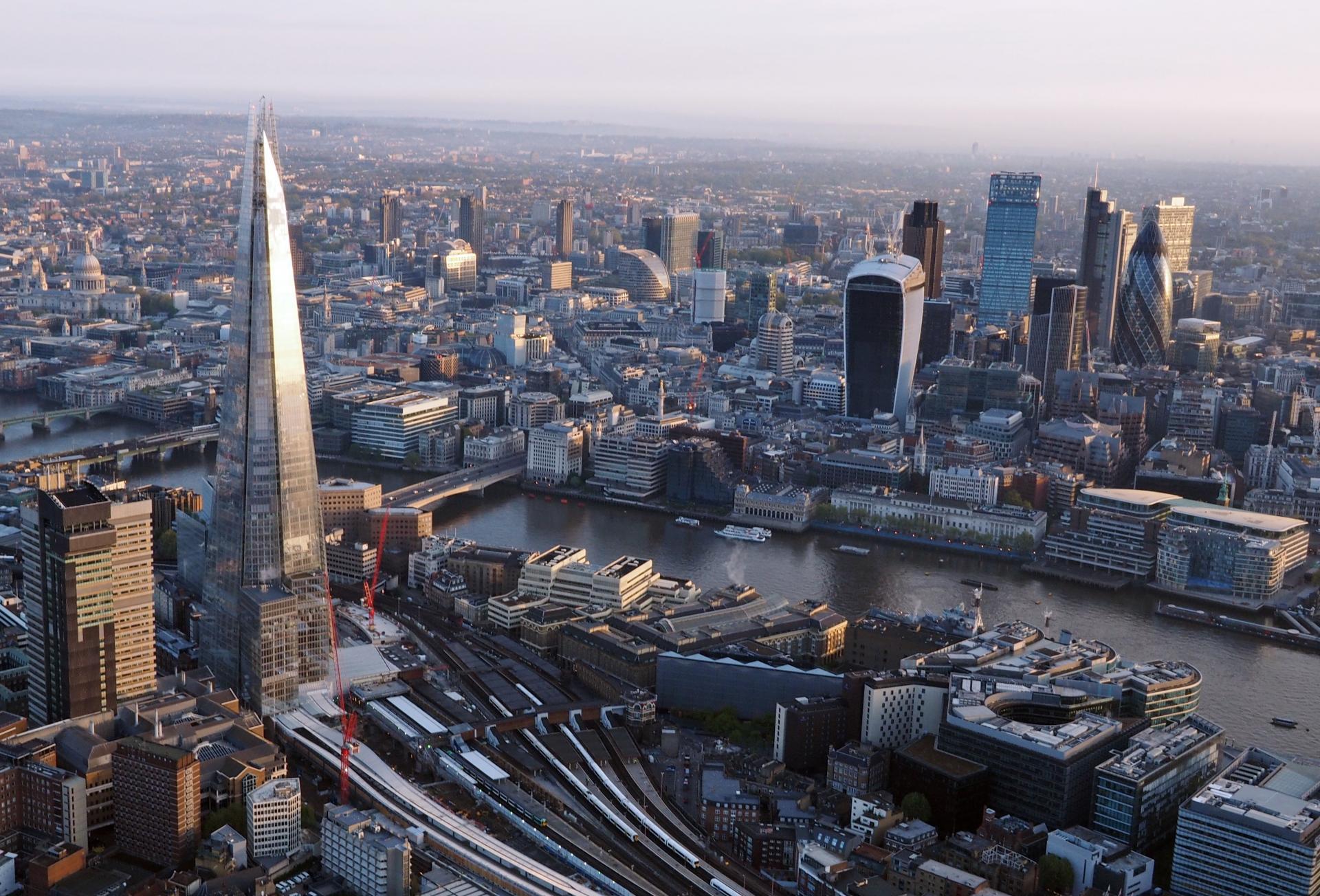 London from a hot air balloon_urbanlist london illustration